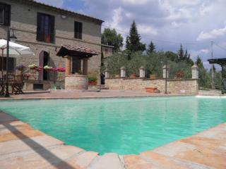 Homey 3 Bedroom Apartment in the Hills of Siena - Siena vacation rentals