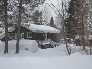 LE CHALET - Saint-Adolphe-d'Howard vacation rentals