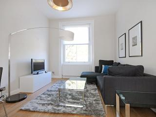 LUXURY!! 2 Bed Kensington Hyde Park - SUBWAY 1 min - London vacation rentals