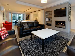 Chic in the City - Queenstown vacation rentals