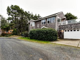 Oceanview home with Ping-Pong & a lovely deck, walk to the beach! - Cannon Beach vacation rentals