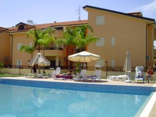 Prachtig residentieel vakantie appartement met  zwembad 200 m van zee en strand. - Pizzo vacation rentals