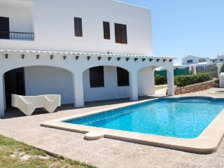 Bright 4 bedroom Chalet in Cala Morell with A/C - Cala Morell vacation rentals