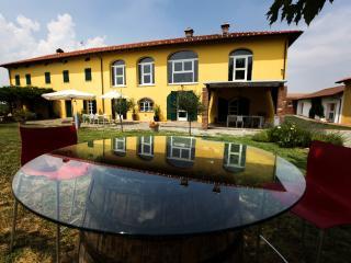 Vineyards all around you: take it easy - Carpeneto vacation rentals