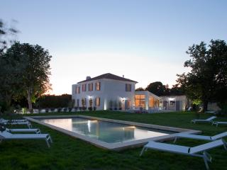 Heated pool. Welcome dinner included in the rent - Aix-en-Provence vacation rentals