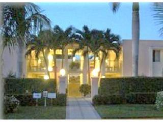 SPECIAL for MARCH  now $2500 wkly Rare Weekly Rental on 5th Ave & steps to beach - Naples vacation rentals