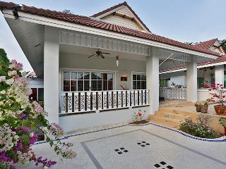 beautiful 2 bedroom villa in quiet resort - Hua Hin vacation rentals