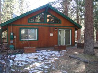 Quaint house on cul-de-sac - South Tahoe vacation rentals