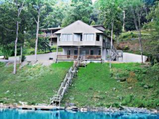 3 Bed 2 Bath Sleeps 12 on Norris Lake - Lake City vacation rentals