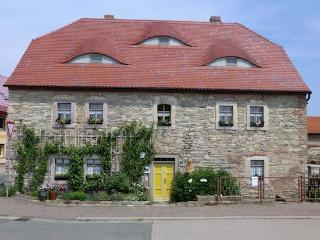 Vacation Apartment in Schoenewerda - 387 sqft, rustic, quiet, comfortable (# 4977) - Artern vacation rentals