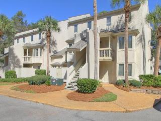 Comfortable First Floor End Unit. Walk to the Beach, Poolside, Pet Friendly - Hilton Head vacation rentals