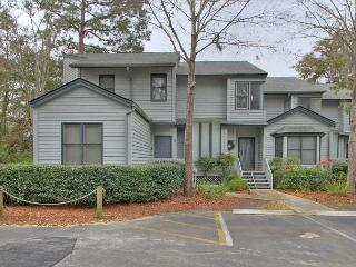 Walk to Beach, Large Pool, Free Bikes, 33 Ocean Breeze - Hilton Head vacation rentals