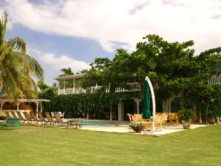 A Summer Place at Discovery Bay, Jamaica - Beachfront, Pool, Tennis Court - Discovery Bay vacation rentals