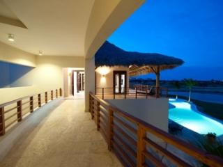 5 Bedroom Villa with Swimming Pool & Jacuzzi in Punta Cana - Punta Cana vacation rentals