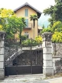 View from the street. - Romantic Getaway on Beautiful Lake Como - Lake Como - rentals