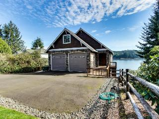 Stunning, dog-friendly lakefront home w/ private beach & dock, kayak, & canoe! - Florence vacation rentals