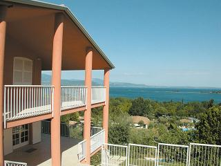 Comfortable San Felice del Benaco vacation House with A/C - San Felice del Benaco vacation rentals