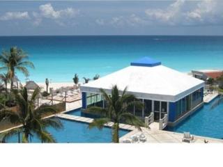 Hotel zone condo / excellent on tripadvisor - Cancun vacation rentals