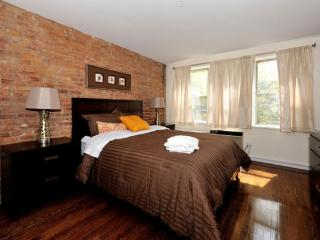 4BR/3BA Triplex + outdoor space in Gramercy for 10 (100% Legal) - New York City vacation rentals