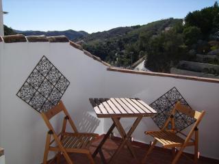 Townhouse in traditional white village of Salares - Canillas de Albaida vacation rentals