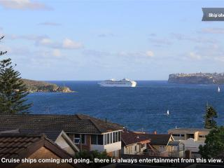 """LITTLE JAPAN""  - HARBOUR VIEWS and ROCK POOL - Fairlight vacation rentals"