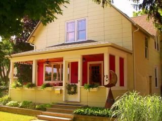 Sabina's - Fall special 3 paid nights = 4th FREE - South Haven vacation rentals