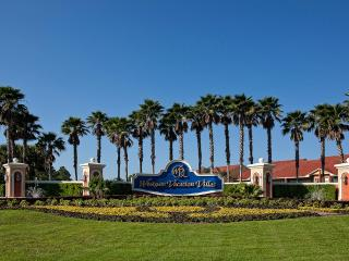 DISNEY / ORLANDO - LUXURY, 3 BR VILLA, 14 POOLS, HOT TUBS, GATED, TENNIS, FITNESS, - Wisconsin Dells vacation rentals