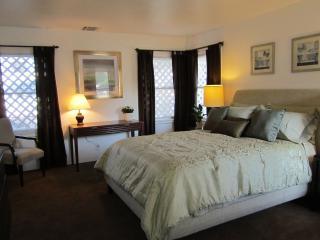 Central Hollywood-Beautiful Studio - Los Angeles vacation rentals