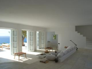 Bright Villa with Satellite Or Cable TV and Hot Tub in Mykonos - Mykonos vacation rentals