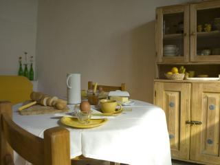 La Grapo -Sunny 1 bedroom apartment Lake Trasimeno - Passignano Sul Trasimeno vacation rentals