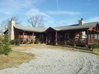 Beautiful log house on a working KY horse farm - Kentucky vacation rentals