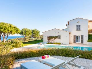 Luxury villa Saint-Tropez, 5 bedrooms, 10 people - Les Issambres vacation rentals