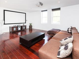 Vincent, NW CBD 2BDR - Melbourne vacation rentals