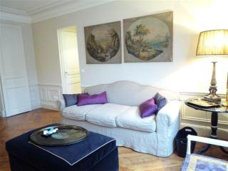 Cozy Apartment in Champs, Paris - Amsterdam vacation rentals