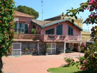 CR100bAcireale - Villa Guardia con giardino in Riviera dei limoni tra Etna e Taormina - Santa Tecla di Acireale vacation rentals