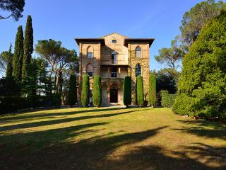 Nice Villa with Internet Access and Television - Macciano vacation rentals