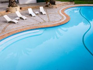 Wonderfull Villa with Pool - 2 Bed, WiFi, Parking - Vilamoura vacation rentals