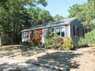 Sunny Cottage with Wireless Internet and DVD Player - North Eastham vacation rentals