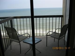 Beautiful Condo with Balcony and DVD Player - North Myrtle Beach vacation rentals