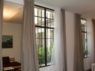 Quaint 1 Bedroom Apartment in Paris - Marseille vacation rentals