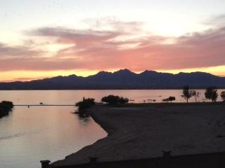 On Channel- Lake /London Bridge VIEWS! Sand Beach! - Lake Havasu City vacation rentals