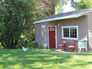 Peppers Br.B&B A Welcome Escape! w Creek-side Deck - Walla Walla vacation rentals