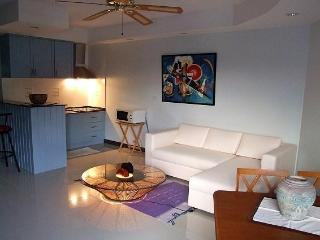 Chiang Mai River view. Furnished, Modern, Quiet. - Chiang Mai vacation rentals