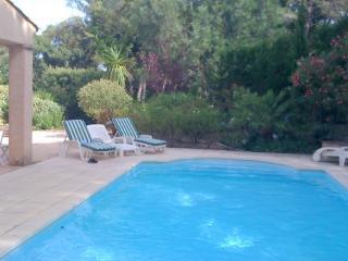 Location Villa avec piscine dans domaine arborée avec piscines et tennis communs - Gassin vacation rentals
