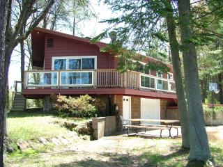 Fish Tale Cottage on Harbor of Castle Rock Lake - Friendship vacation rentals