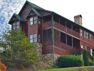 "9br/9ba Sleeps 27 ""Roscoes Retreat - Pigeon Forge vacation rentals"