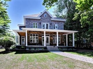 STUNNING WATERFRONT HOME - Chateauguay vacation rentals