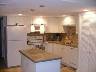 Springs Towers #305 Cherry Grove Beach (4nightmin) - North Myrtle Beach vacation rentals
