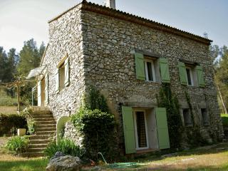 La Bergerie du Montaiguet, Spacious 3 Bedroom Villa with Grill, Garden, Fireplace - Aix-en-Provence vacation rentals