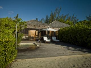 Spacious 1 Bedroom Villa with Private Sundeck & Plunge Pool in Parrot Cay - Parrot Cay vacation rentals